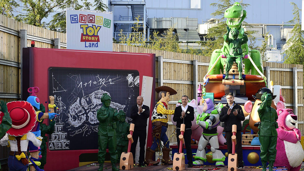 toy story land disneyland shanghai