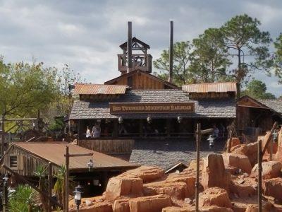 Big Thunder Mountain Railroad Ride (Disney World Ride)