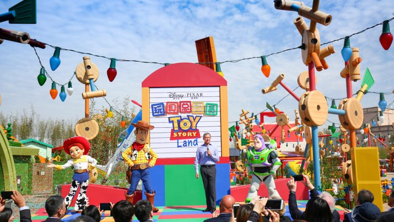 toy story land shanghai disneyland