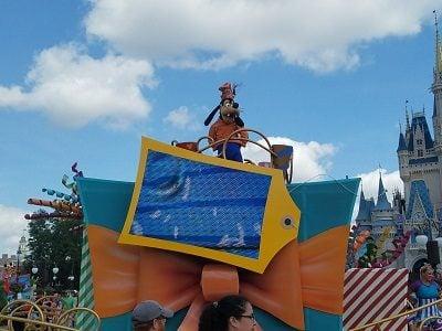 Move It! Shake It! Dance and Play It! Parade   Extinct Disney World