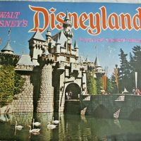 Vintage 1971 Disneyland Souvenir Booklet